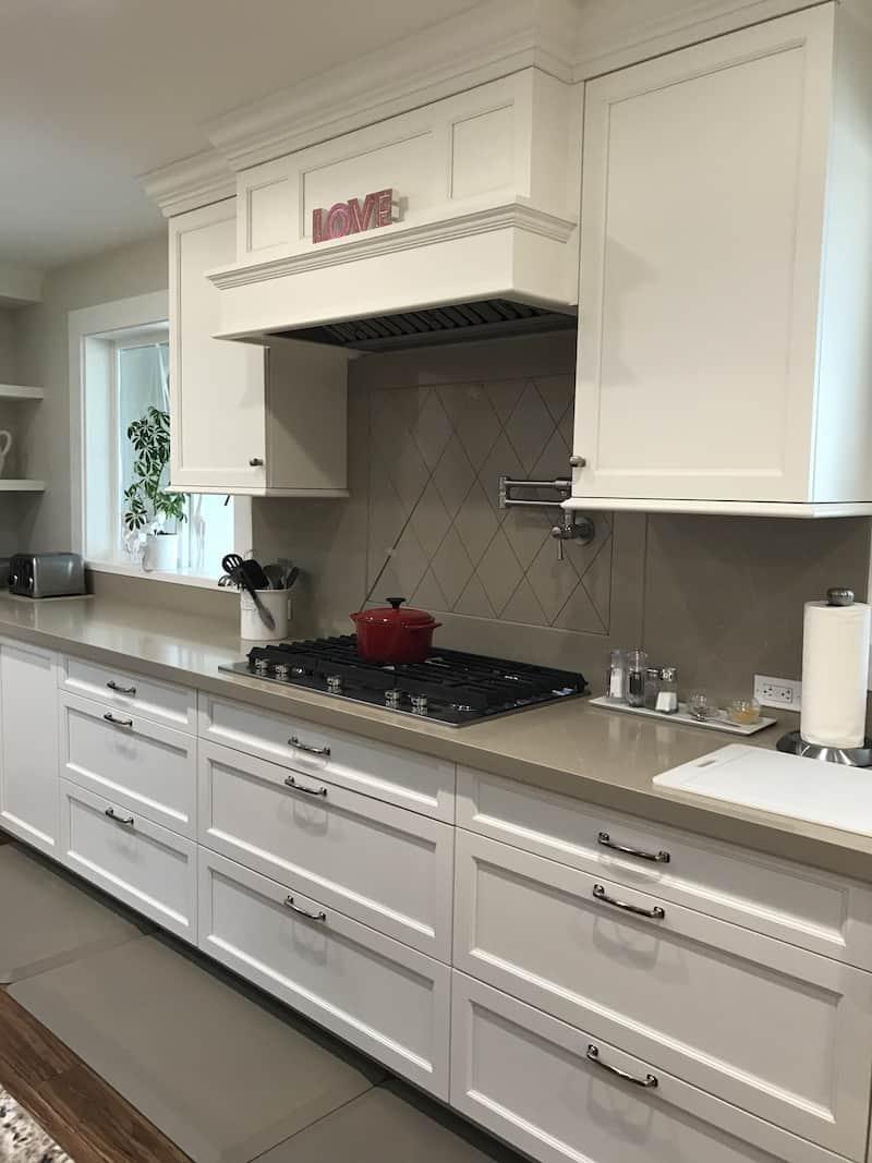 Kitchen-Hood-and-Range