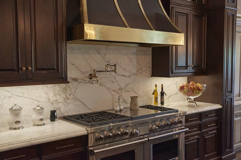Kitchen_Hood_Detail_Marble_Backsplash